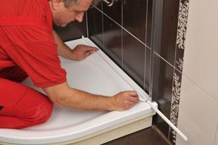 Comment installer les baguettes de protection ravak a s - Mettre du silicone autour de la baignoire ...